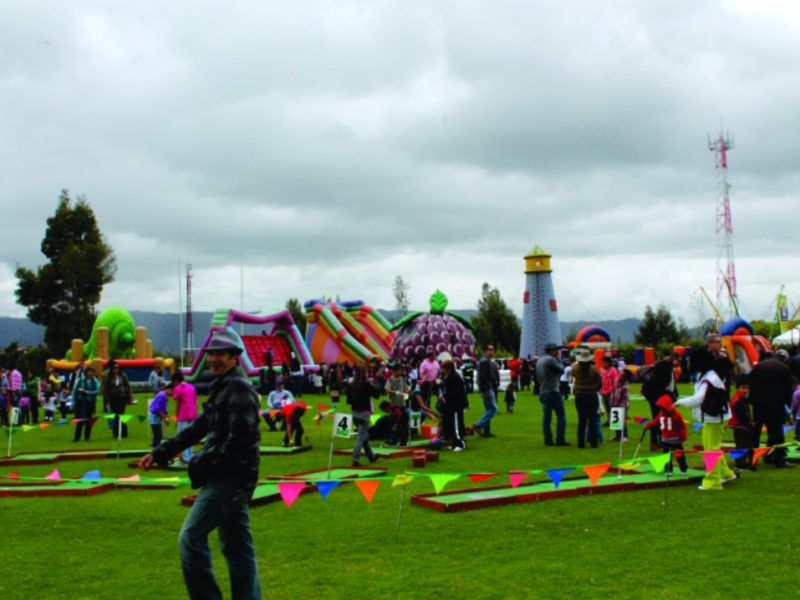Diseño y producción de evento recreativo tipo bazar de Colegio Anglo Americano