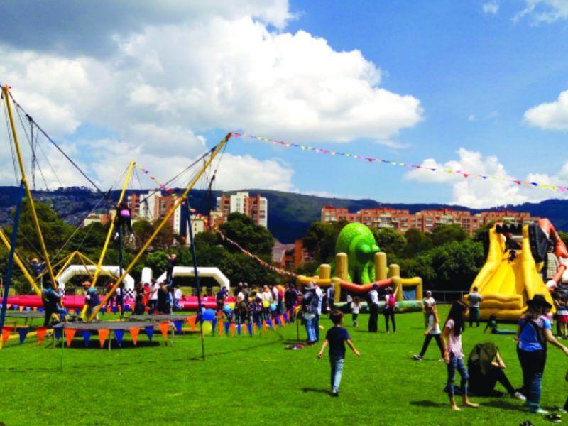 Apoyo en el área de recreación en el evento recreativos tipo bazar de Colegio Anglo Colombiano