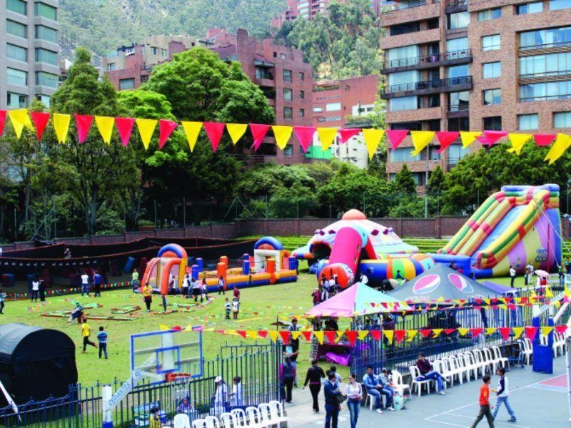 Apoyo en el área de recreación evento recreativo tipo bazar de Colegio Cervantes El Retiro
