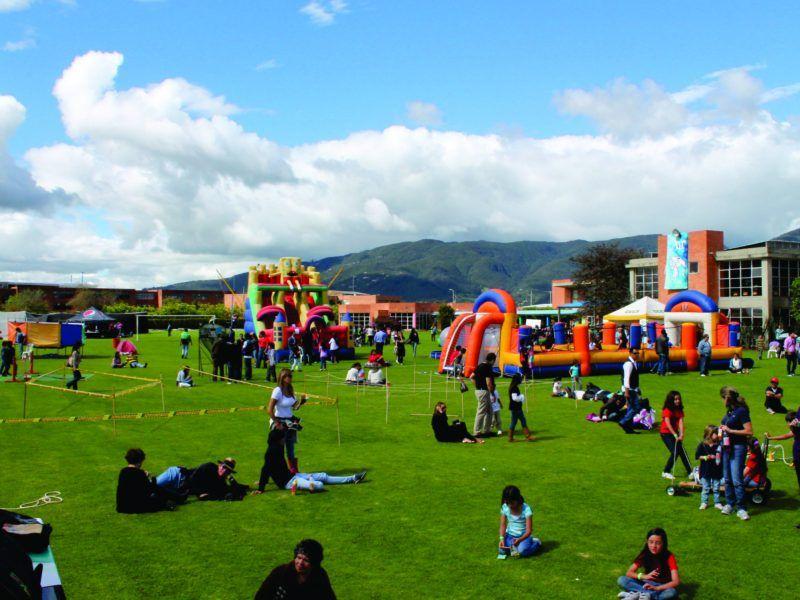 Diseño y producción evento recreativo tipo bazar de Colegio Clermont