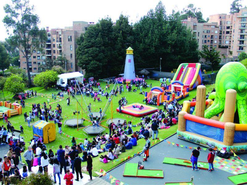 Apoyo en el área de recreación evento recreativo tipo bazar de Colegio Gimnasio Femenino